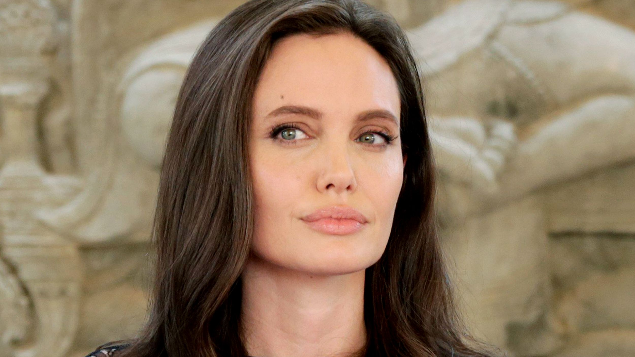 Angelina and the CIA – Spy Culture in The Sun