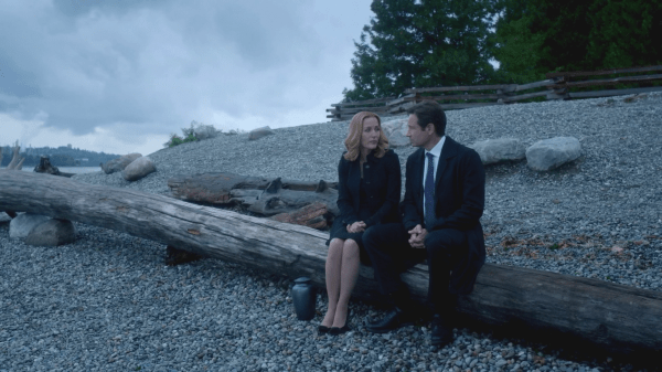 X-Files-MulderandScullyonbeach