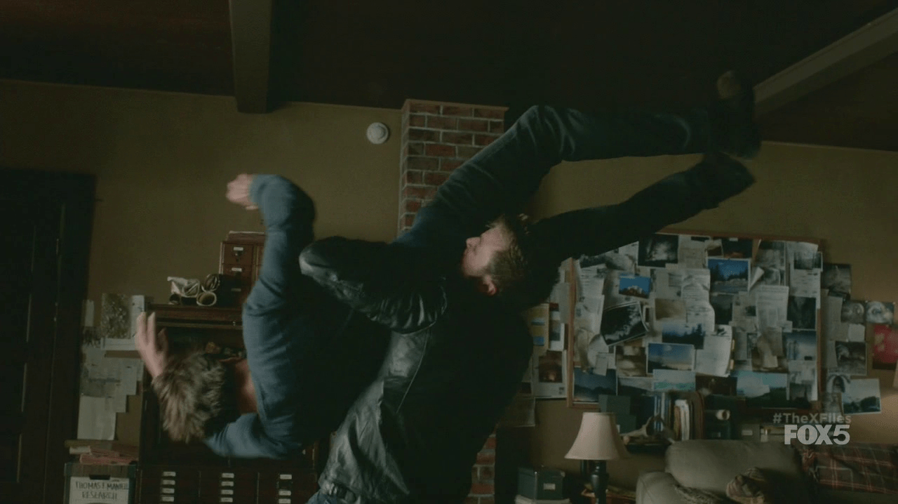 X-Files-Muldergetssuplexed